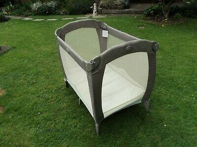 travel cot/bed