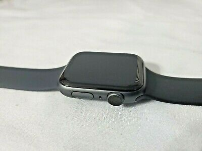 Apple Watch Series 4 44 mm Space Gray Aluminum Case Black Sport Band (GPS only)