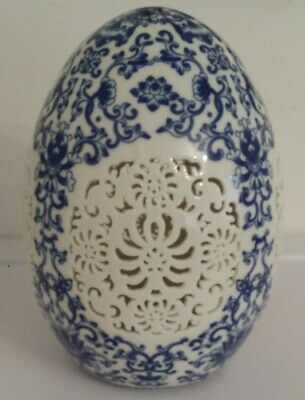Chinese old Blue and White porcelain Egg shape Openwork carving art