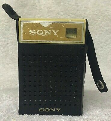 Vintage 1970s SONY Model 2R-30 AM Seven 7 Transistor Radio with Carrying Case