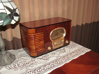 Vintage old wood antique tube radio ZENITH Mdl  5-S-320    A Real Beauty !!