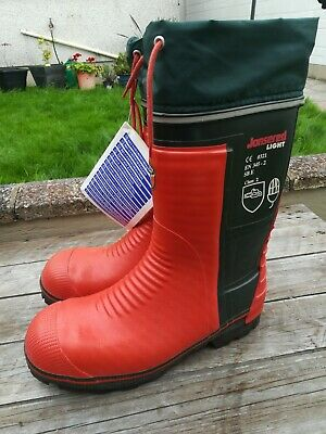 Jonsered light Chainsaw boots size 11-safety/protective.