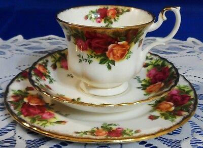 TEA SET TRIO Cup, Saucer & Salad Plate ROYAL ALBERT OLD COUNTRY ROSES - ENGLAND