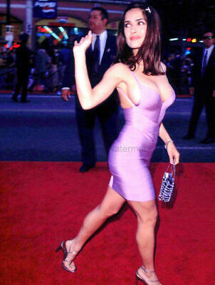 SALMA HAYEK WAVING TO CROWD OF FANS 8.5 x 11 PUBLICITY PHOTO PRINT