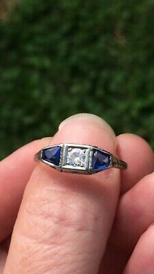 Antique Art Deco 18K WG .25ct Diamond & Blue Sapphire Ring 2.3g Sz 8.25