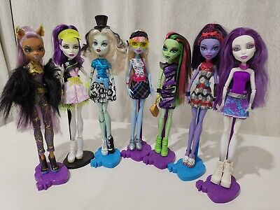 7 Monster High Dolls Bulk Lot and MH Clothes & Shoes