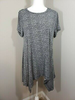 Chelsea and Theodore Shark Bite Hem Tunic with Short Sleeves in Black and White