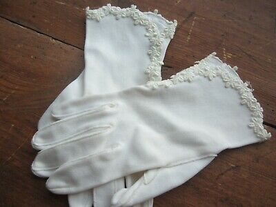 Vtg White  Gloves with Embroidered Daisies. 8 1/2 Inches Long. Size 6 1/2