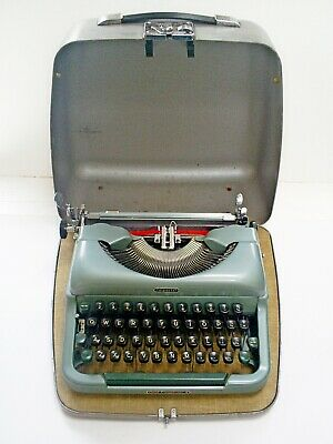 1960s VINTAGE IMPERIAL GOOD COMPANION 4 PORTABLE TYPEWRITER 4BV831 & CASE