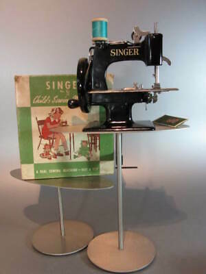 Vintage SINGER No 20 Sew Handy Toy Child Small Sewing Machine 40's 50's W/ Box