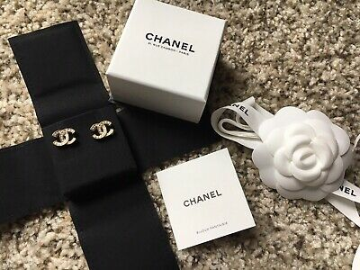 19A Chanel classic Pearl Gold Stud CC Earrings Rue Cambon Paris, NWOT