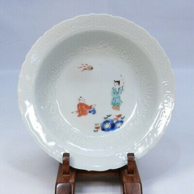D225: Japanese old KO-IMARI porcelain plate of KAKIEMON style with sculpture.