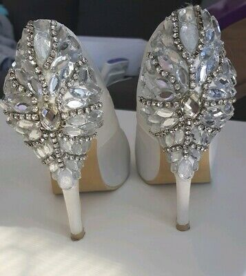 Bridal shoes diamonds