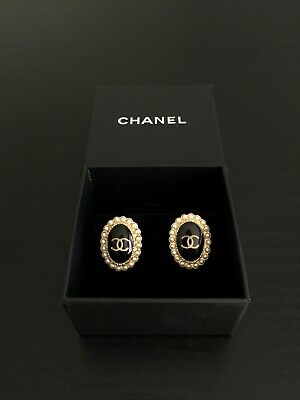 Chanel CC Logo Oval Earrings Earring Gold Black Pearl France Vintage Authentic