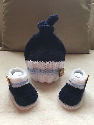 HAND KNITTED BABY BOYS NAVY BLUE & WHITE BEANIE HAT & BOOTIE SET AGE 0-3 Months