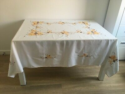 Large White Embroidered Tablecloth With 5 Napkins