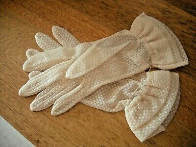 STUNNING VINTAGE 1950 CREAM LACE WEDDING GLOVES BY DENTS 1950s SIZE 7.PROM RETRO