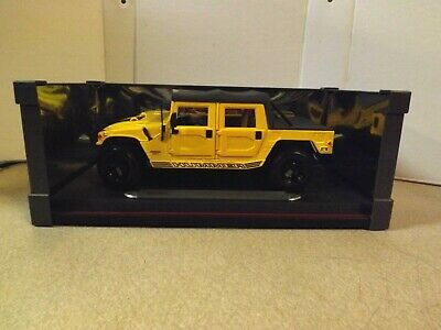 Maisto Premiere Edition Hummer H2 Suv Yellow 1:18 Scale Die Cast!
