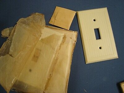 VTG 2 Unused P&S Uniline BAKELITE Single SWITCH PLATE COVERS Ribbed IVORY Screws