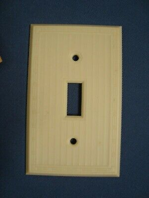 VTG 1 Unused P&S Uniline BAKELITE Single SWITCH PLATE COVERS Ribbed IVORY Screws