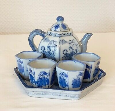 Chinese Vintage Porcelain Tea Pot With 4 Cups / Tray Ornamental Teaset
