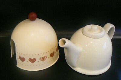 Small Inuslated Teapot 2 Cup / Mugs Hearts Design