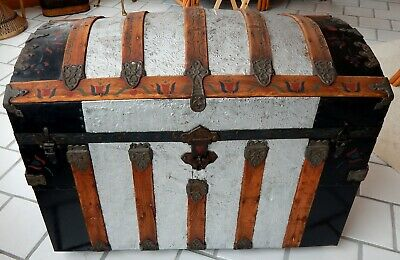 Antique 1880'S Round Top Steamer Trunk - Very Nice Condition & Complete
