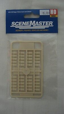 870929 HO Scale Stack Of Suitcases or Luggage 4 Pack USA Plastic