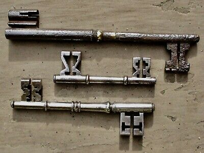 Three rare double-ended 18th/19th century iron keys / clefs / cles