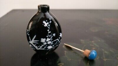 Old Chinese Porcelain Snuff Bottle