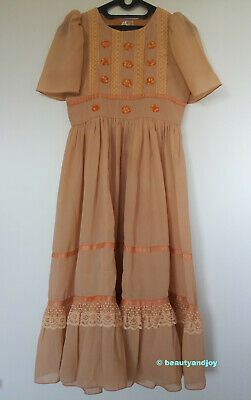 Vintage 70s 12 Flowers Embroidery Very Pretty Dress