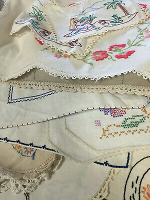 18 Embroided Vintage Doilies