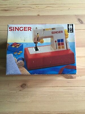 Vintage Singer Chainstitch Toy Sewing Machine In Original Box