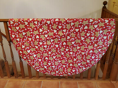 Vintage Round Vinyl Flannel Back Candy Cane Gingerbread Heart Cookies Tablecloth