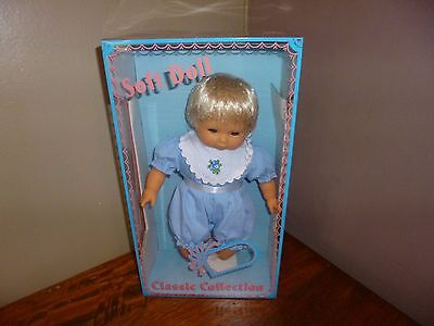 Poupée Doll Vintage New sealed in box Soft Doll Classic Collection