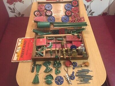 VINTAGE MECCANO No 5 WOODEN CASE WITH LARGE COLLECTION OF MECCANO