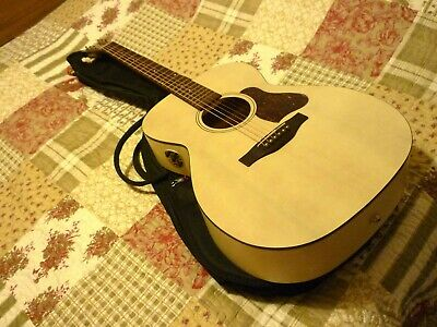 Art & Lutherie Legacy Electro Acoustic In Rare Cream, Made In Canada + Gig Bag