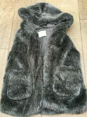 ZARA GIRLS - Gorgeous Grey Faux Fur Hooded Gillet - Age