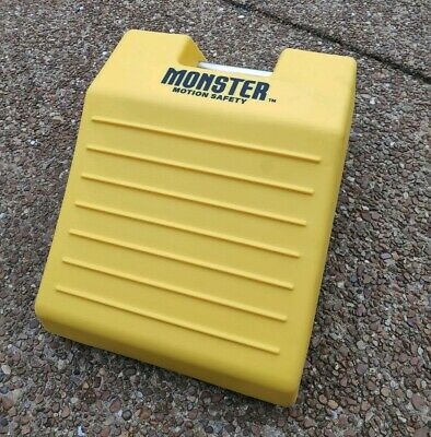 """Checkers MONSTER MOTION Safety - MC3012 Wheel Chock 10-19/32"""""""