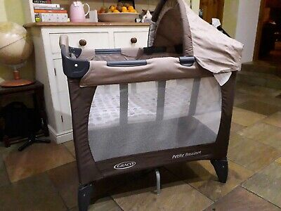 Baby travel cot graco pettite bassinet