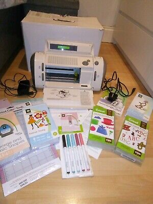 Circut Personal Cutting System and Additional Items