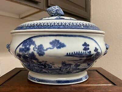 A Very Fine Large Antique Chinese 18th C Blue And White Tureen