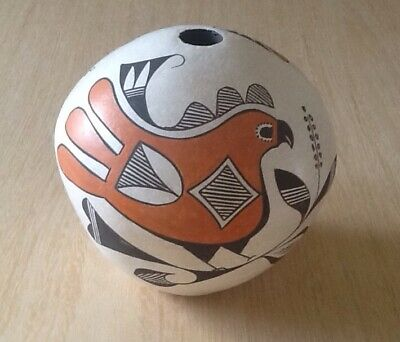 Vintage Acoma American Indian Seed Pot - Signed by Elizabeth Waconda - Pre-Owned