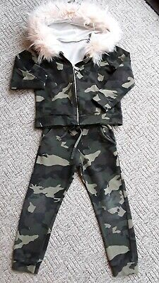 🛍Girls 2 pice outfit🛍 joggers & hoodie 🛍age 4 good condition 🛍