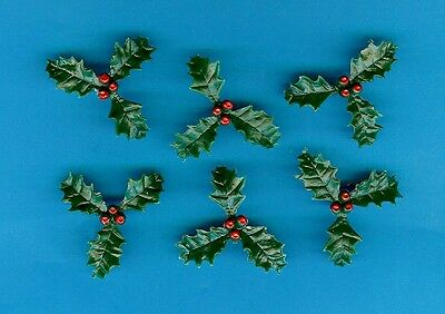 SMALL PLASTIC HOLLY (Pack of 20) CHRISTMAS CAKE DECORATION - 1st CLASS POSTAGE