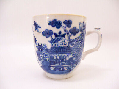 CHINESE 18th CENTURY EXPORT QIANLONG BLUE AND WHITE PAGODA TEA CUP
