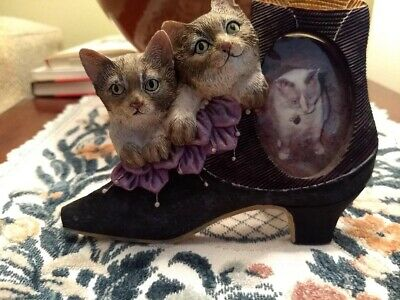Cat Picture Frame Shaped As A Shoe Color Gray