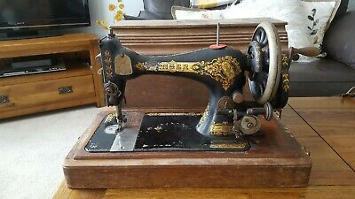 Antique Hand Crancked Singer Sewing Machine In Original Carrying Case