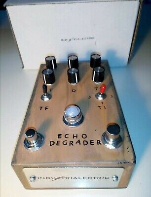 Echo Degrader by Industrialectric - pedale per chitarra elettrica