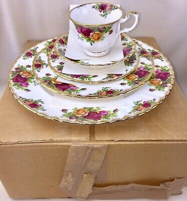 Royal Albert Old Country Roses 20 Piece Dinnerware Set England NOS New in Box